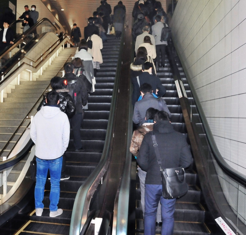 https://steemit.com/life/@westjapandaily/controversy-on-japanese-escalator-manners